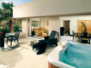 2 Bedroom Suite with private Jacuzzi - Balcony