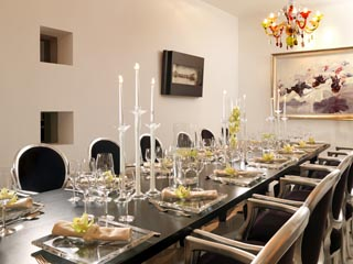 Oh! All Suite, Private Dining Ara