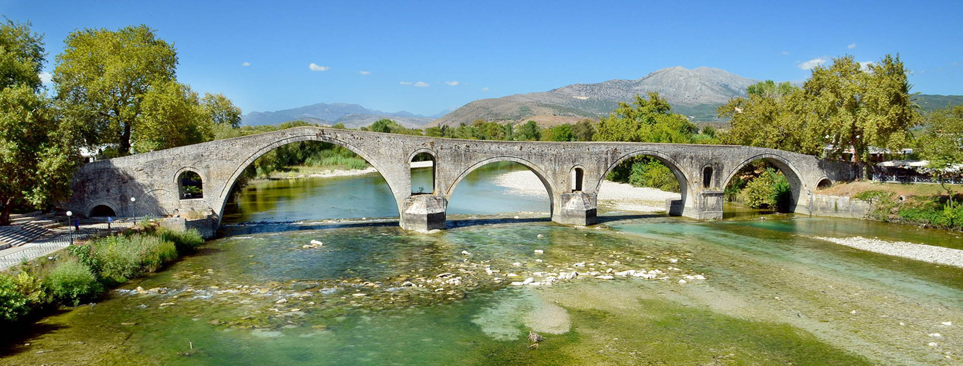 Historical bridge of Arta