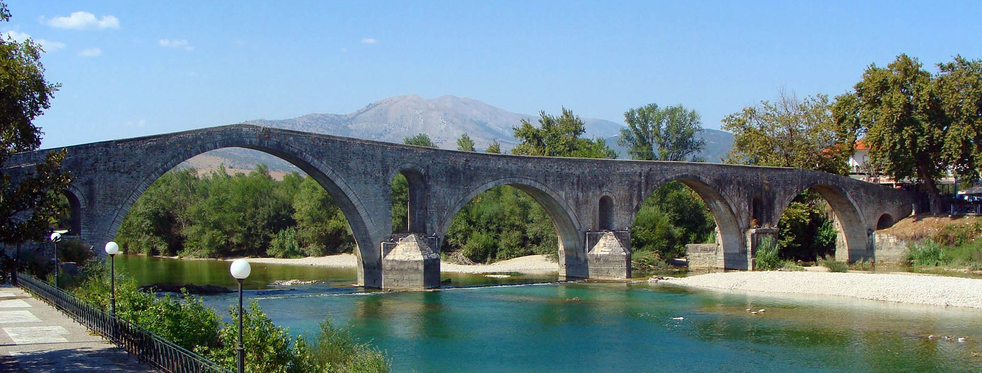 Historical bridge of Arta