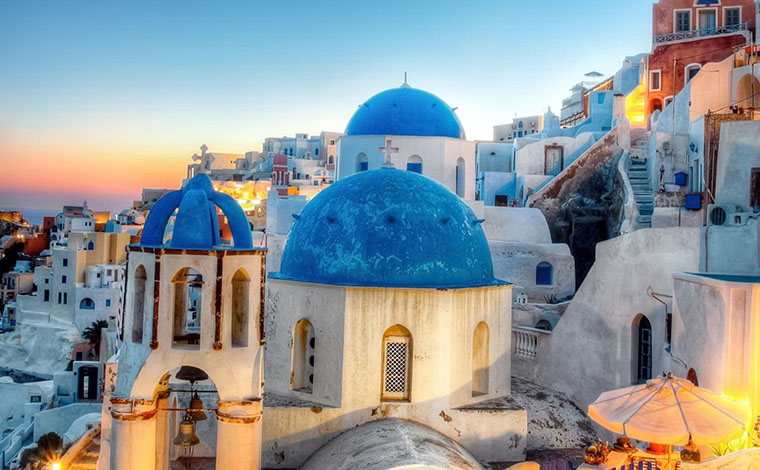 Santorini in one day bus & boat tour