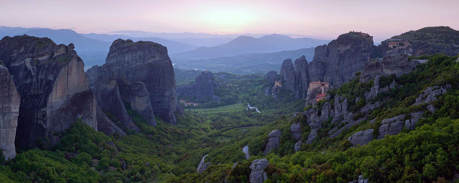 Meteora and Delphi 2 days tour